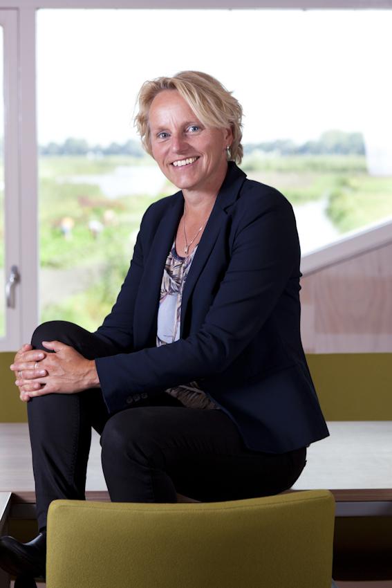 Zakelijk Portret van een vrouw voor Progress4All uit Langedijk Martijn Voorhout Fotografie